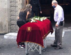 Xavier Ortiz: Desgarradoras imágenes de su hijo Xavi junto al féretro de su padre