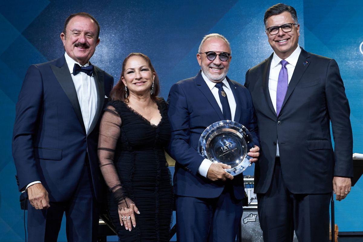 De izq. a dcha: Sol Trujillo, Gloria y Emilio Estefan, y Gary Acosta en L'Attitude 2019.