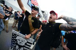 Grupo extremista Proud Boys afirma estar listo para Trump