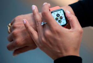 Singapur paga a sus ciudadanos más de $280 dólares por mantener su salud y cumplir varias metas usando un Apple Watch