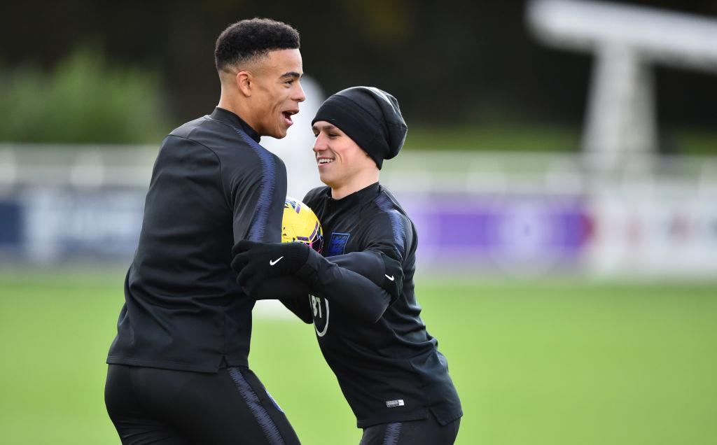 Mason Greenwood y Phil Foden en un entrenamiento con la selección inglesa.