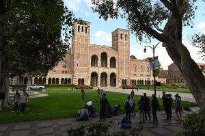 La Universidad de California habría admitido indebidamente a decenas de estudiantes adinerados