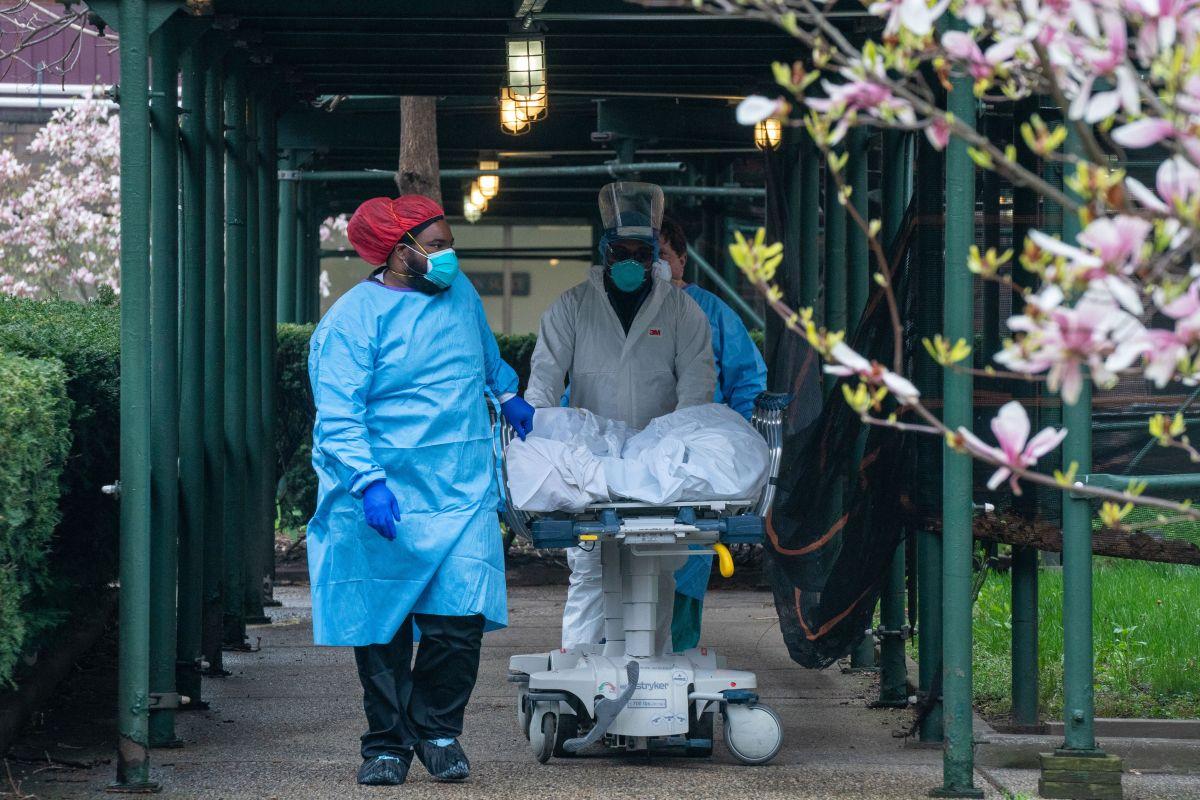 Estados Unidos alcanza las 200 mil muertes por coronavirus en medio de reapertura de escuelas