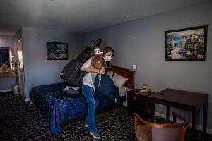 California está comprometida en acabar la crisis de las personas sin hogar