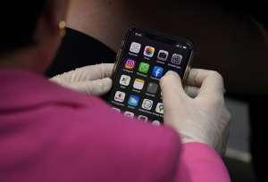 """Reparador de celulares encuentra nota dentro: """"mi mujer quiere revisar lo textos y llamadas, por favor no lo arregles"""""""