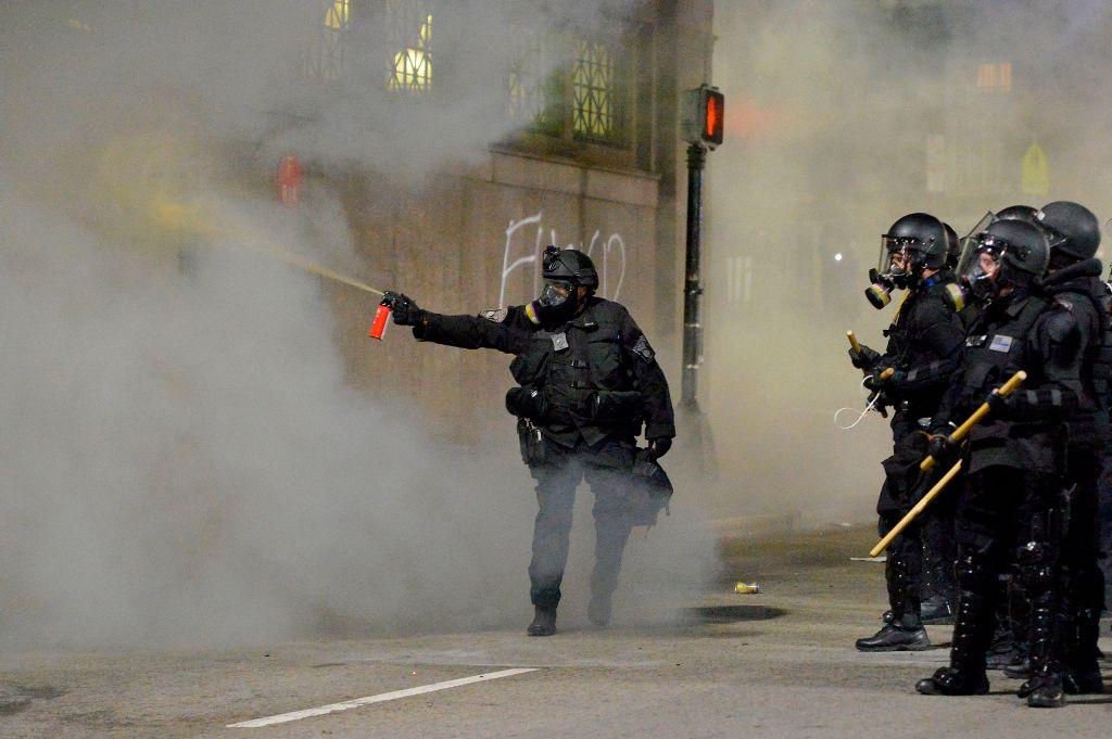 El gas pimienta es usado comúnmente para mitigar manifestaciones.