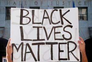 Mural de Black Lives Matter vandalizado un día después de su creación