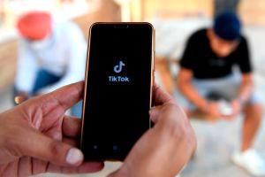 Familia se hace pasar por niña de 10 años y graban por días conversación con pedófilo por TikTok y WhatsApp