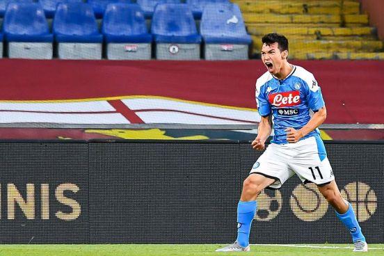 Chucky Lozano en un partido con Napoli.