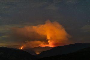 Incendios y 80,000 personas sin luz en el área de Los Ángeles debido a los potentes vientos