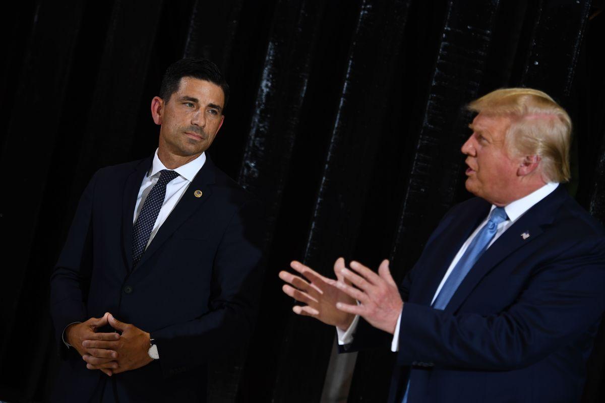 Líderes de DHS ordenaron quitar importancia a amenazas de Rusia y supremacistas blancos, según denuncia