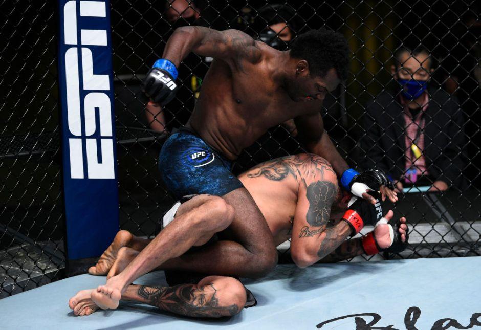Peleador de MMA queda inconsciente durante 15 minutos tras un brutal knockout