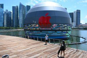 Apple inaugura en Singapur la primera tienda flotante con una sala de juntas submarina