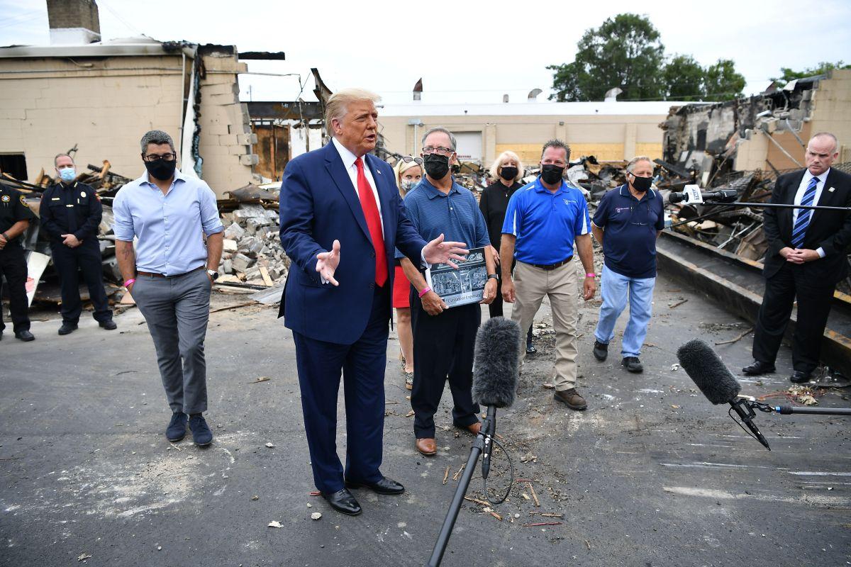 Familia de Blake critica a Trump por alimentar la división; el presidente niega violencia contra negros en Kenosha