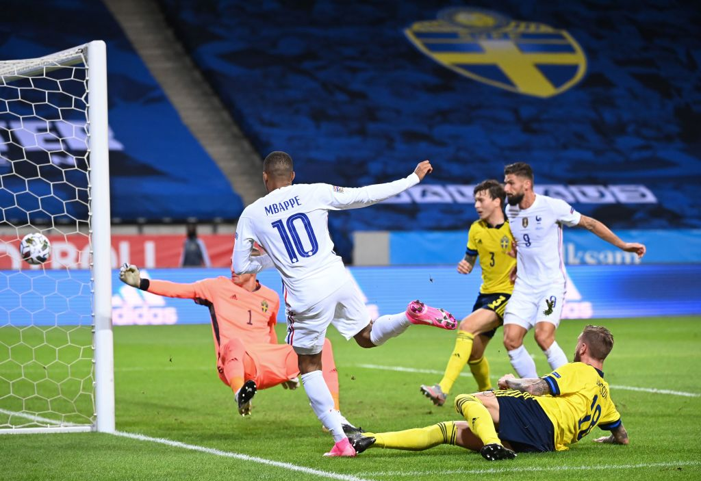 Kylian Mbappé marcando el gol del triunfo con Francia.