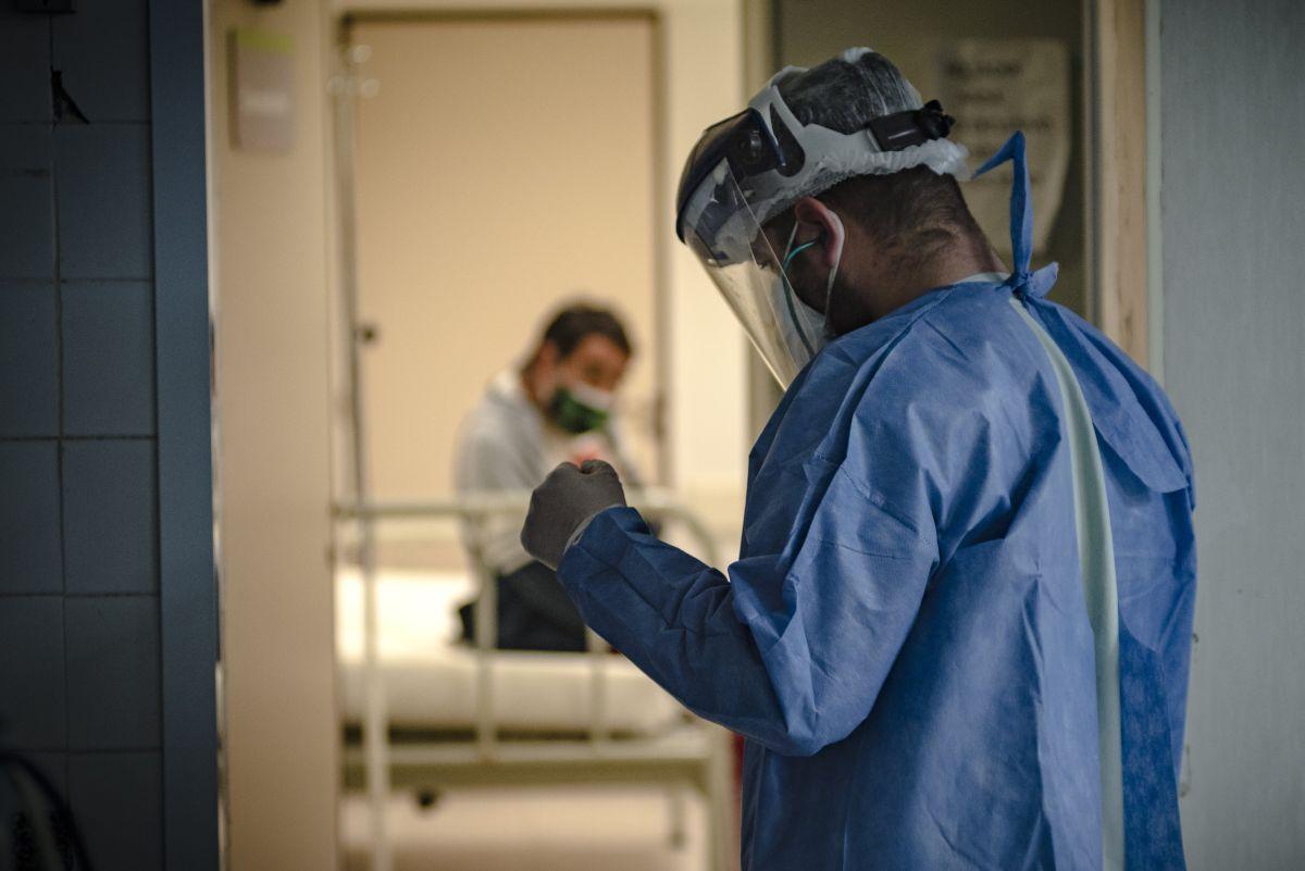 El especialista indica que ya de por sí cada año hay menos médicos que permanecen en EE.UU.