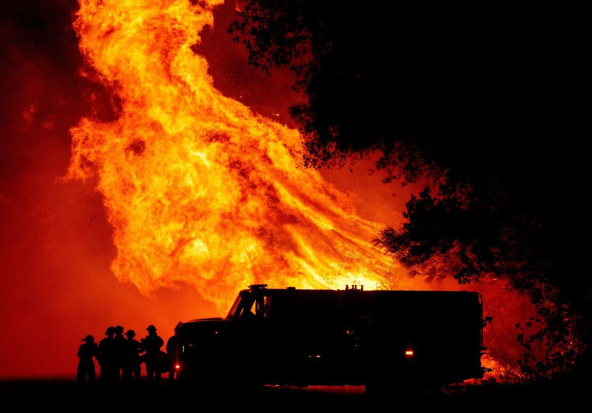 Reportan 10 muertos en uno de los masivos incendios en el norte de California