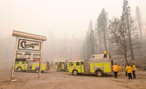 Viento y humedad dan tregua a los bomberos en los incendios del oeste, pero preocupa pronóstico