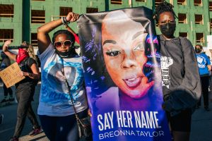 Por qué no acusaron de asesinato a los policías que dispararon contra Breonna Taylor