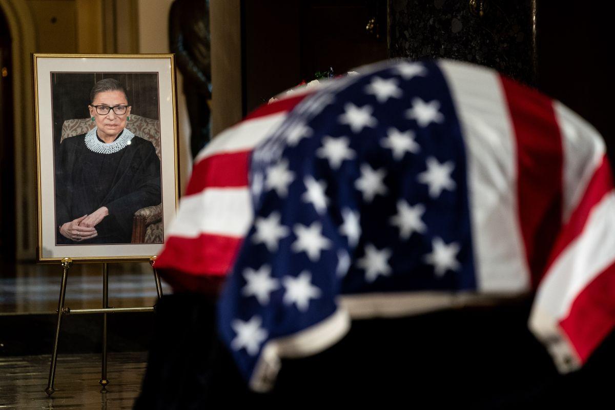 El ataúd de Ruth Bader Ginsburg se encuentra en el Capitolio.