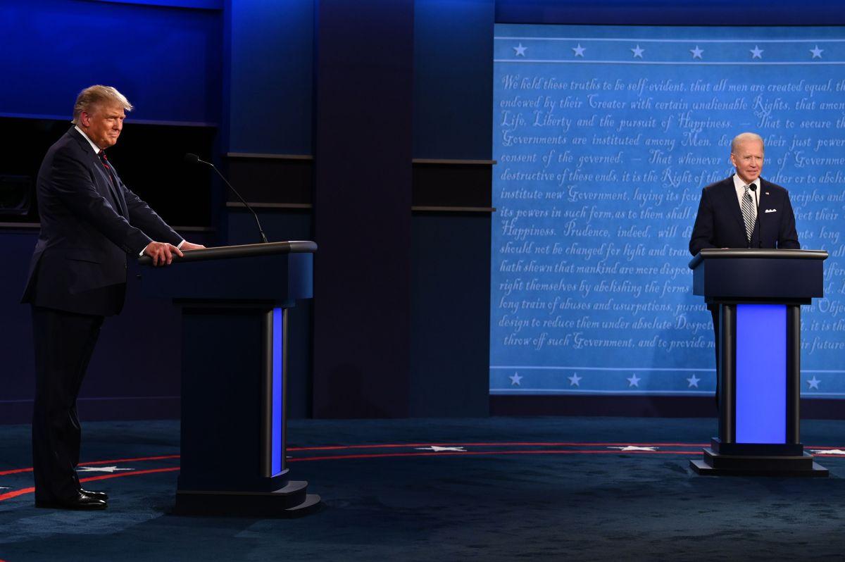 El presidente Donald Trump (i) y el candidato presidencial demócrata Joe Biden durante el primer debate presidencial.