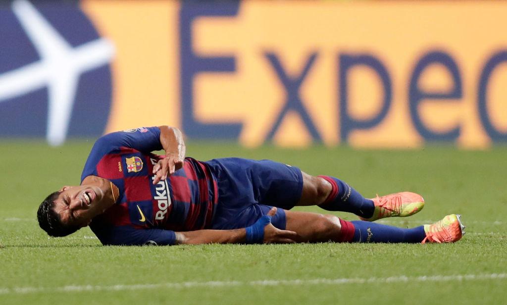 Luis Suárez quejándose de una falta.