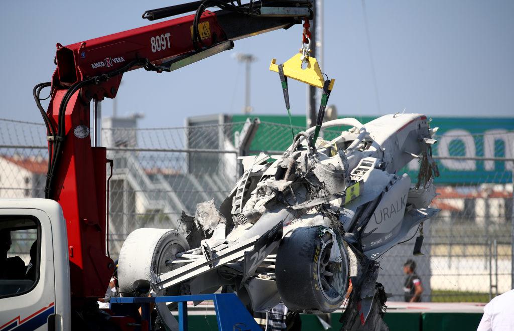 Así quedó el auto de Luca Ghiotto después del incendio.