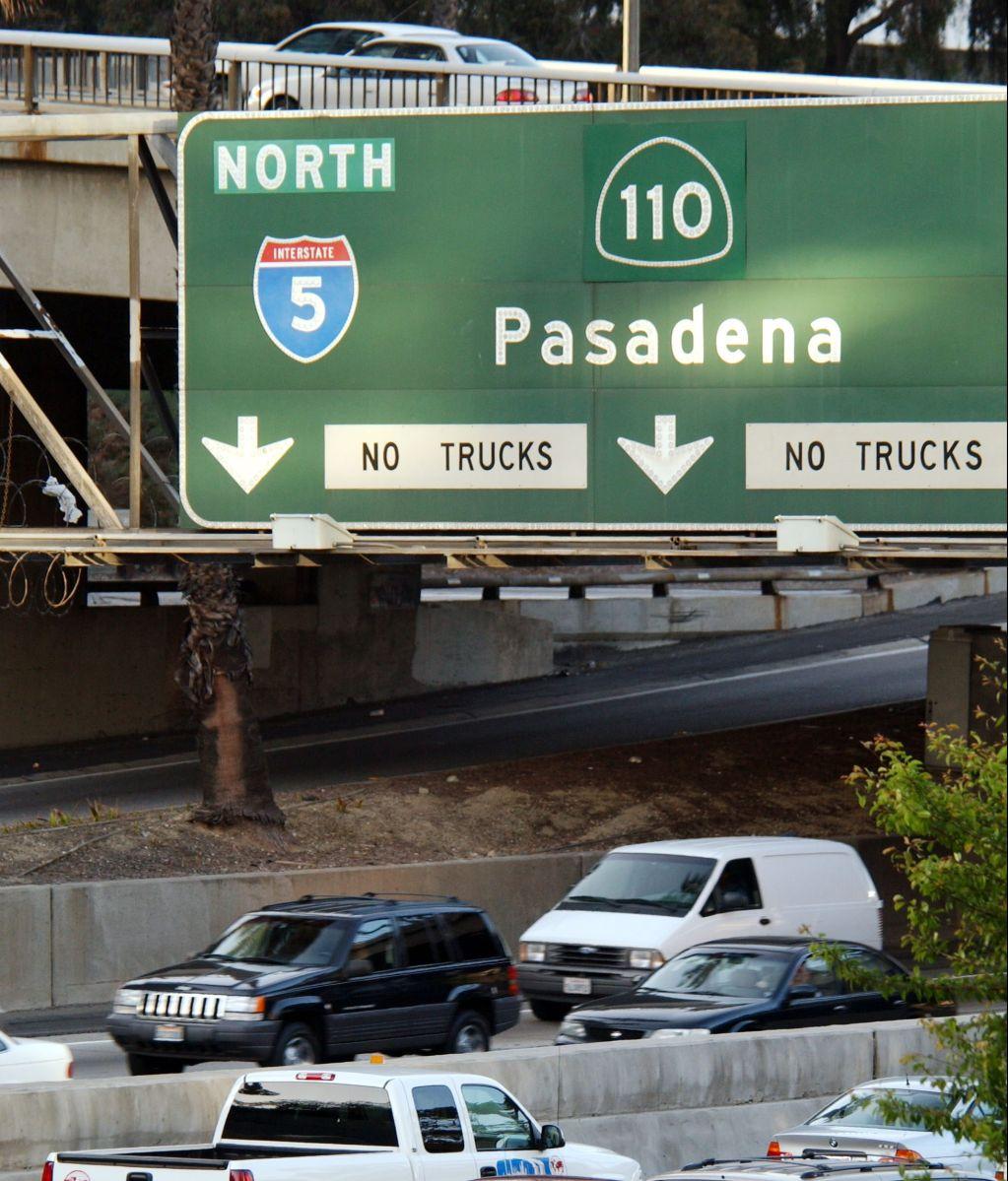 Confrontación en el Freeway 110 de Los Ángeles deja a dos personas heridas por arma de fuego