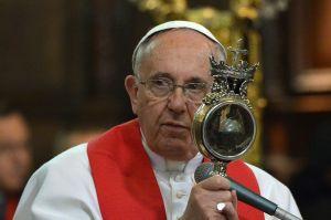 El Papa Francisco encomienda sus oraciones a Maradona