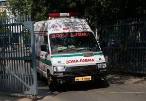 Conductor de ambulancia acusado de violar a paciente con coronavirus mientras la llevaba al hospital