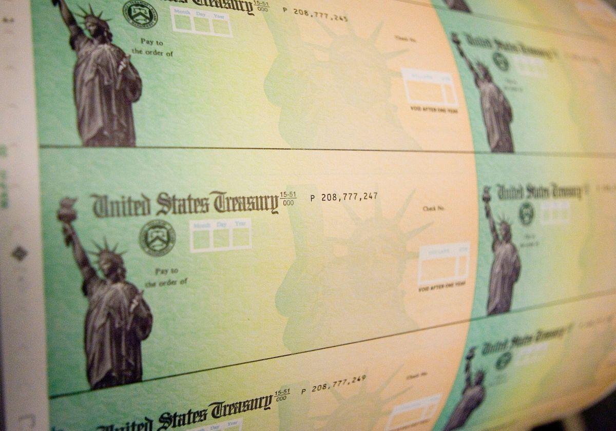 Qué factores podrían retrasar el tercer cheque de estímulo