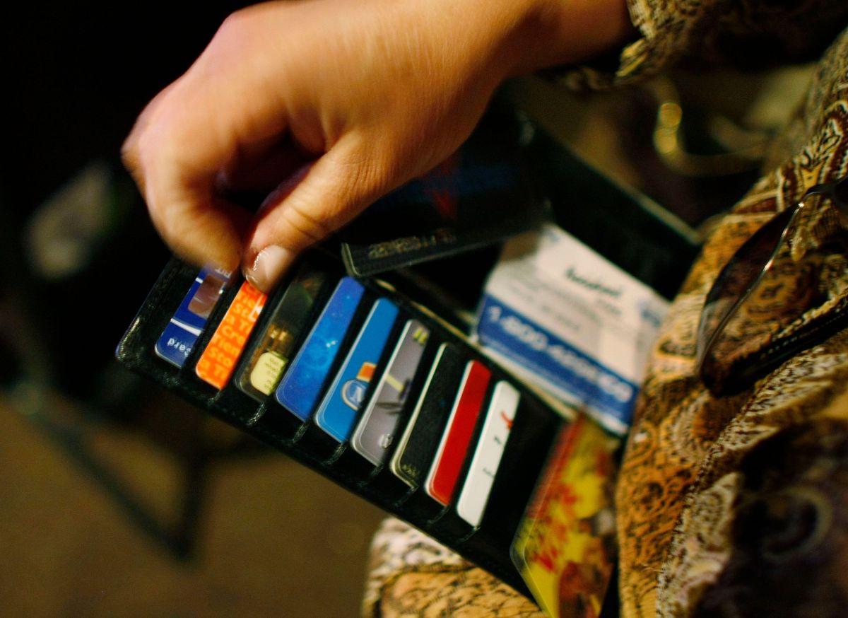 Los hombres juzgan a sus citas por las tarjetas de crédito que poseen, según los expertos