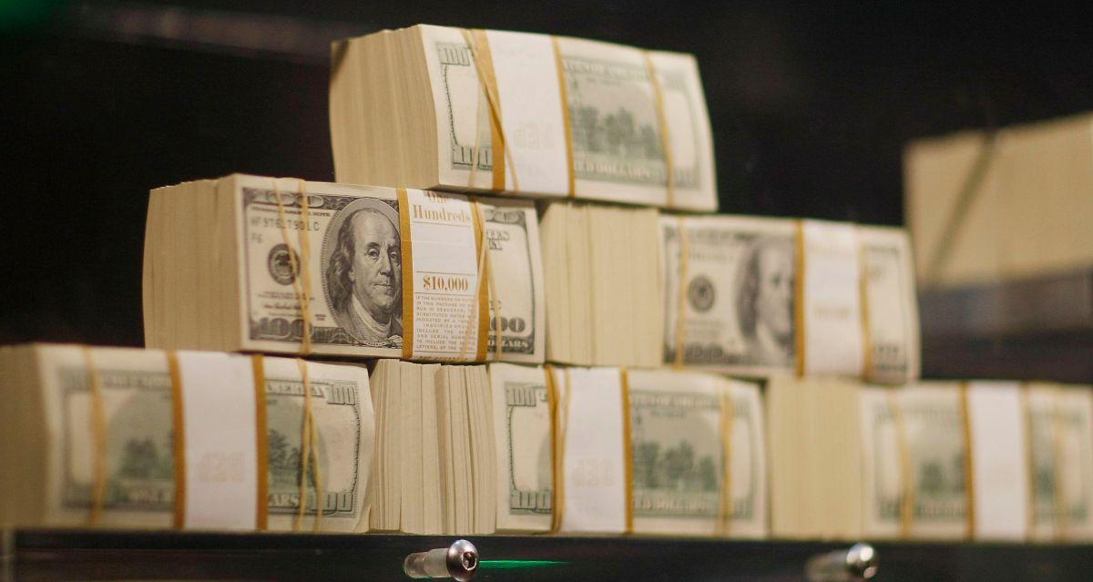 Proyecto de ley demócrata reforzaría al IRS para auditar evasión de impuestos de corporaciones y millonarios