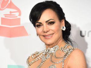Feliz y en traje de baño, Maribel Guardia anunció que dio negativo al COVID-19
