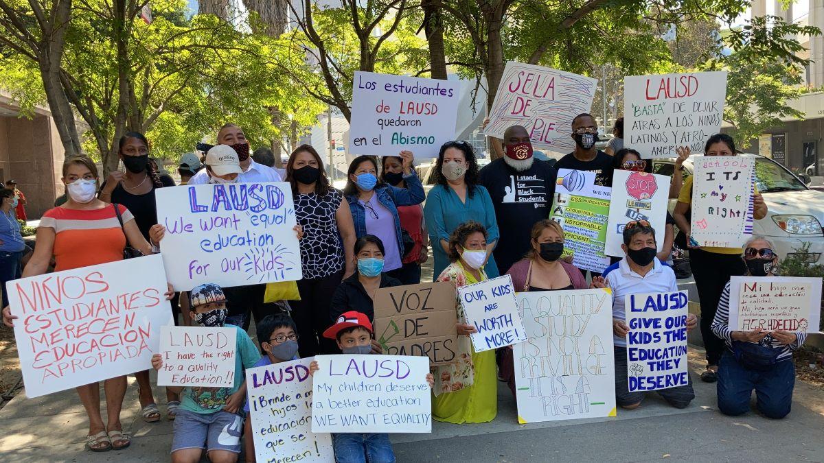 Madres, padres y estudiantes sienten que el LAUSD viola sus derechos a recibir una adecuada educación.