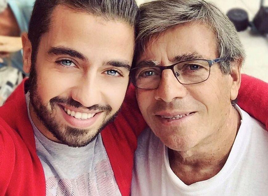 Borja Voces junto a su papá.