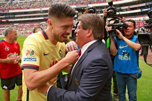 Miguel Herrera defendió a Oribe Peralta tras el drama en el Clásico