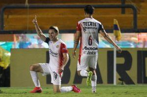 """¡Por fin! Chivas le ganó a Tigres en el """"Volcán"""" 10 años después"""