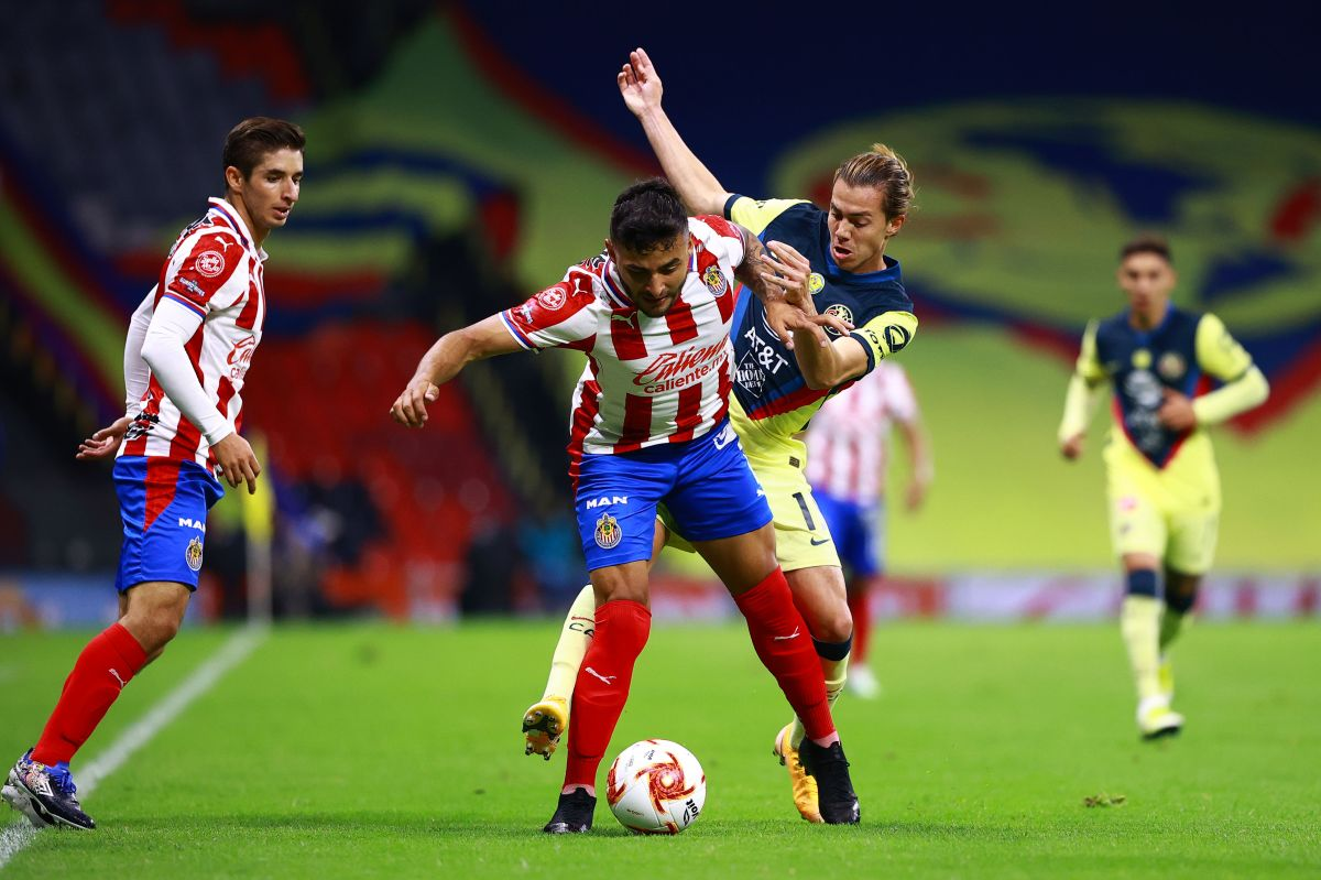 Chivas y América se enfrentaron en el Estadio Azteca.
