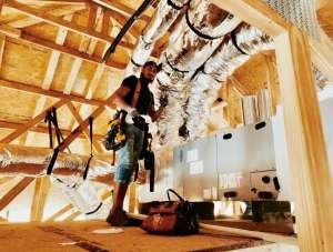 Mexicanos controlan la instalación del aire acondicionado en un boom inmobiliario de EEUU