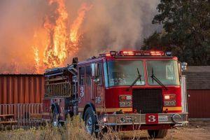 Incendio Bobcat sigue amenazando hogares de Los Ángeles