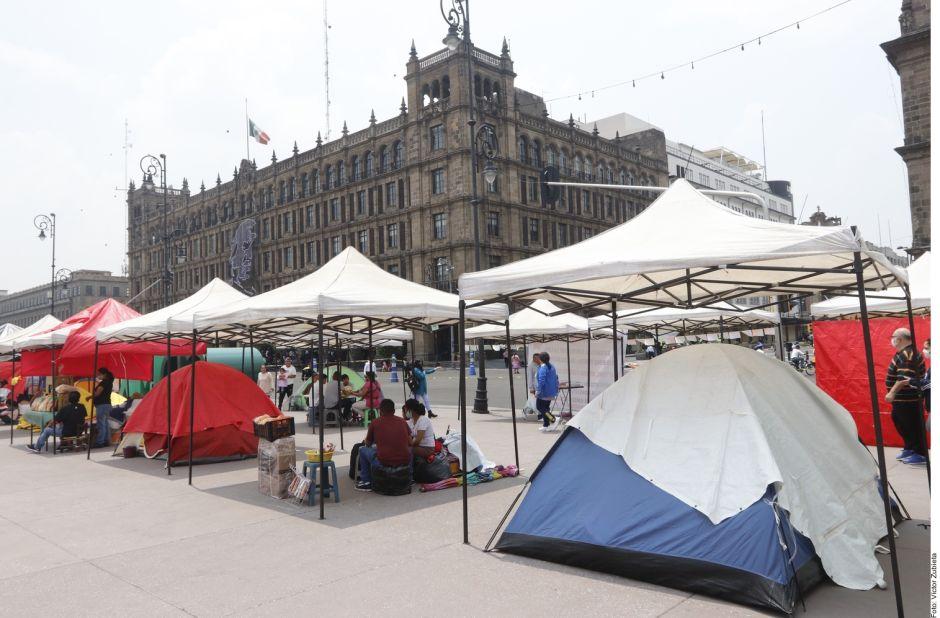 FRENAA, movimiento anti-AMLO lleva su miniplantón al Zócalo, exige la renuncia del presidente