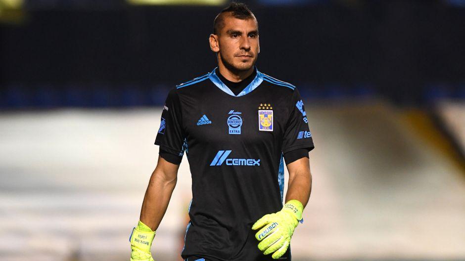 Nahuel Guzmán volvió a dar positivo por COVID-19 y seguirá jugando