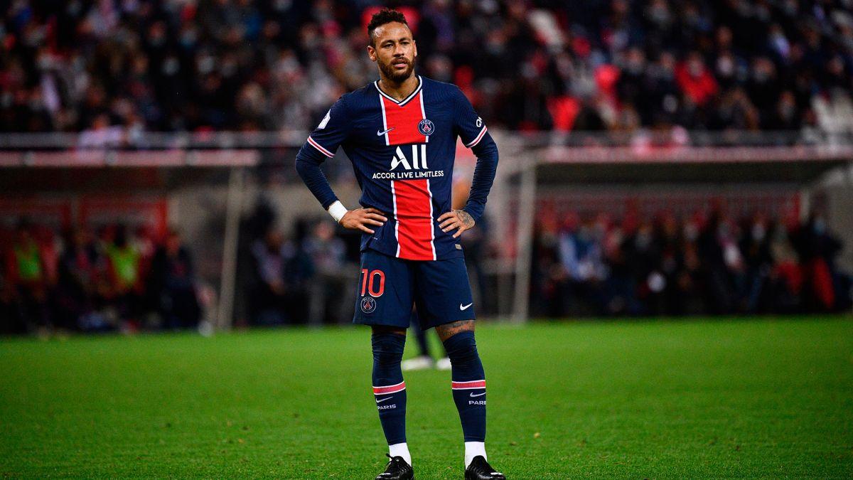 Se especula que la lesión de Neymar sería grave y estaría fuera hasta el próximo año.