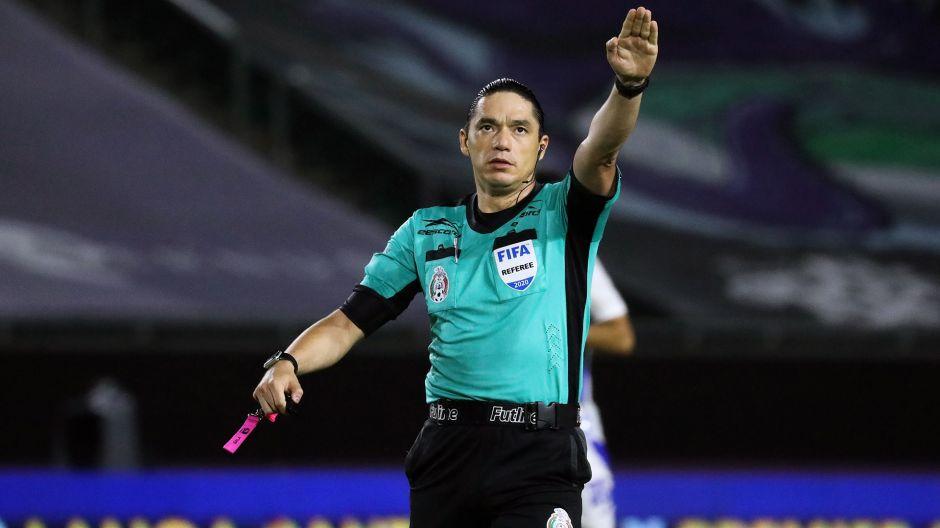 Cruz Azul gana con tremendo ridículo arbitral por no saberse las reglas