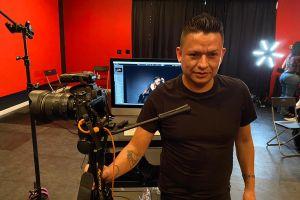 Hispano que pierde la vista estará en exposición de fotógrafos ciegos