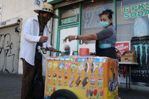 Paleteros 'rayan' en ventas durante la ola de calor