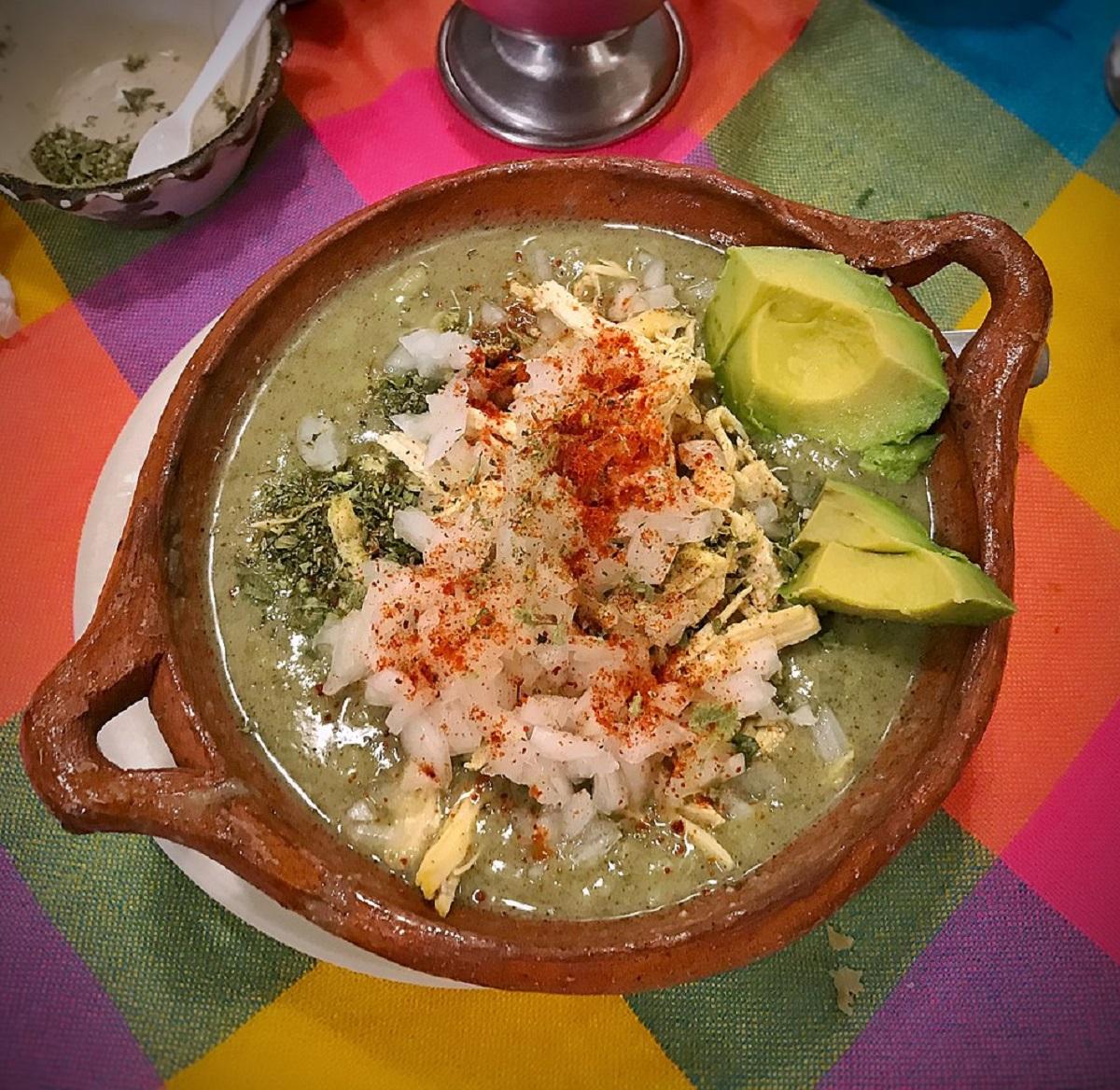 Celebra la Independencia de México con pozole verde de pollo