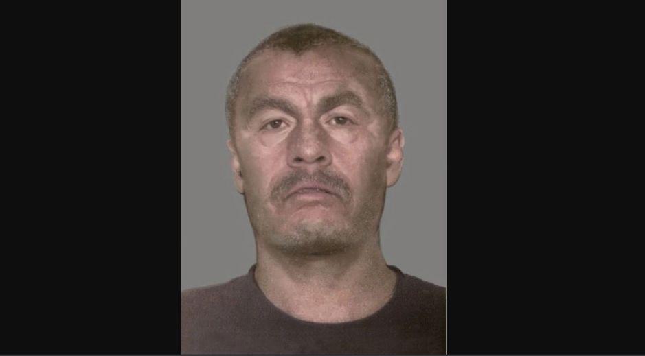 Alguaciles federales buscan a hombre por asesinato de un latino en 1998
