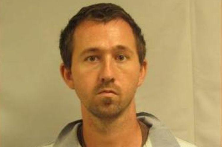 Extraditan a Carolina del Norte a acusado de violar a más de 100 menores en menos de un año
